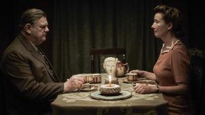 Brendan Gleeson ja Emma Thompson sotadraaman pääosissa.