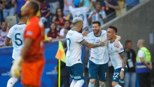 Argentinas spelare jublar efter ett mål