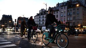 Många cyklar då kollektivtrafiken inte fungerar. Paris 10.12.2019