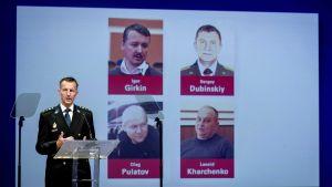 Wilbert Paulissen från utredningsgruppen presenterade de åtalade vid en presskonferens i juni 2019.