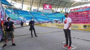Leipzigs tränare Julian Nagelsmann intervjuas efter matchen mot Freiburg.