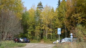 Parkeringsplats vid Västervägen invid Sibbo storskog (Obs! Inte Byabäckens parkeringsplats)
