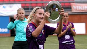 Olivia Mattsson firar cupgud 2020.