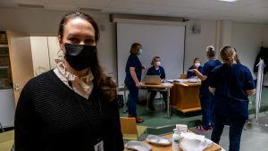 Heidi Räihä-Jaakola vid vaccineringsplatsen.
