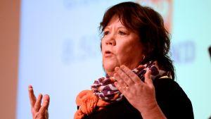 Camilla Berggren, chefredaktör på Vasabladet, på Språkseminarium i Vasa.