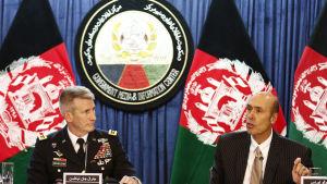 Militärkommendören John Nicholson och ambassadör Hugo Llorens presenterade nyligen president Trumps planer för Afghanistan i Kabul