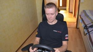 Rory Penttinen vid simulatorratten
