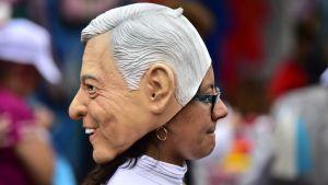 Anhängare till Lopez Obrador på ett valmöte den 27.6.