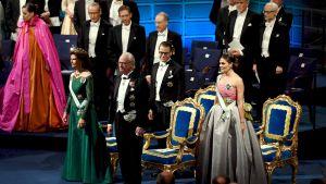 Drottning Silvia, kung Carl XVI Gustaf, prins Daniel och kronprinsessan Victoria vid prisutdelningsceremonin.