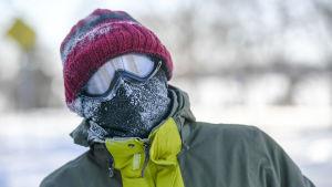 Steven Willy klädde upp sig ordentligt för sin promenad i Minneapolis, Minnesota på onsdagen.