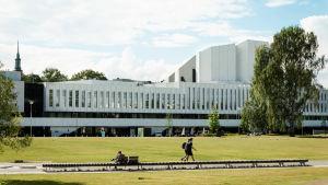 Finlandiahuset österifrån, fotograferat i juli 2018.