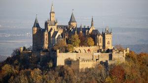 Burg Hohenzollern på avstånd.