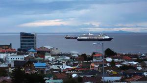 Den 16 mars låg Zaandam utanför Punta Arenas i södra Chile. Det är den sista hamnen där passagerarna tilläts gå i land.