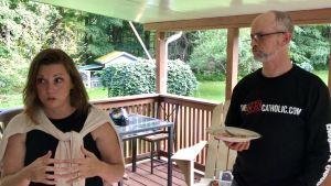 Katolikerna Paul och Kristen Ciaccia hemma i Dallas, Pennsylvania.