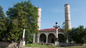 En delvis förstörd moské i Shusha i Nagorno-Karabach.