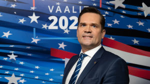 Mika Aaltola USA:n presidentinvaalien tuloslähetyksessä.