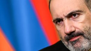 Armeniens premiärminister Nikol Pasjinjian var dyster då han bekräftade att han undertecknat avtalet.