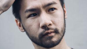 kuvassa pianisti Conrad Tao