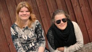 Skådespelare Hanna Grandell och regissör Emma Kullberg från Teater Magnitude.