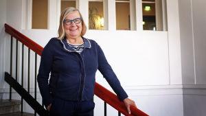 """Bertta Sokura, ekonomie doktor vid Aalto-universitetet, är oroad över studerandes it-kunskaper. Hennes forskning visar att de så kallade """"digitala infödingarna"""" blivit allt sämre på grundläggande textbehandlings- och kalkylprogram."""