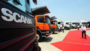 Scanias lastbilar vid fabrik i Indien.