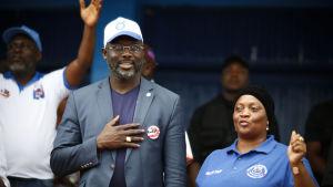 Liberias vice president och hans medkandidat i presidentvalet Jewel Howard Taylor.