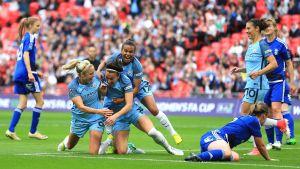 Manchester Citys spelare firar mål mot Birmingham.