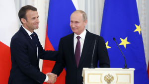 Macron och Putin möttes i S:t Petersburg