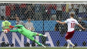Kroatiens målvakt räddar Eriksens straff