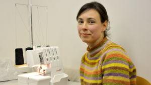 Lärare i textilslöjd Anna Huhta.