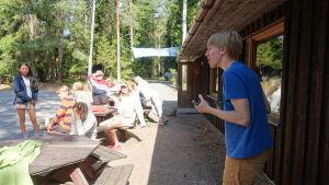 Lägerledare och deltagare på ett Prometheus-läger.