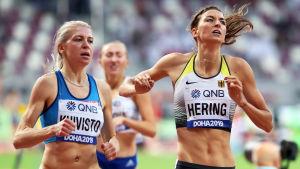 Sara Kuivisto och Christina Hering korsar mållinjen.