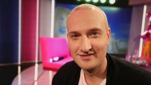 Kirjailija Max Seeck Puoli seitsemän -ohjelmassa