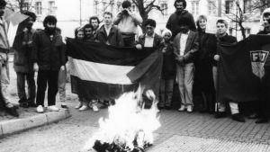 Rasismin vastainen marssi, lippu palaa Bogensee 1988