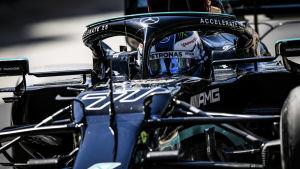 Valtteri Bottas i sin bil.
