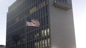 Den nyöppnade amerikanska ambassaden i Kuba får hädanefter ännu mer uppgifter då kubaner måste ansöka om visum om de vill till USA