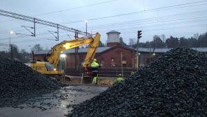 Banarbeten i närheten av Karis järnvägsstation.