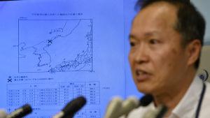 Toshiyuki Matsumor vid Japans meteorologiska byrå svarar på frågor om Nordkoreas kärnvapentest.