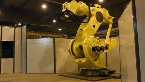 Ökad robotisering inom industrin skapar fler jobb, säger man på Industrifacket.