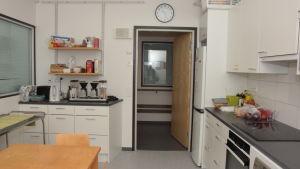 Köket på Raseborgs mentalvårdscenter där bland andra ergoterapeuterna jobbar med klienterna.