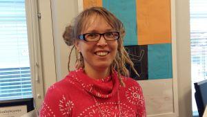 Anne Leminen undervisar svenska i Kimpisen koulu i Villmanstrand.