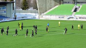 Fotbollslaget VPS tränar på fotbollsstadion i Sandviken i Vasa.