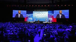 Tusentals vapenägare kom till årsmötet i Dallas för att höra Trumps tal