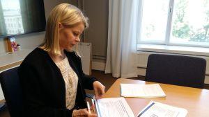 Anna Bruun är konsultativ tjänsteman vid Arbets- och näringsministeriet.