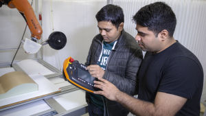 Pravin Luthada ja Vaibhav Shah startup yrittäjät Addcomposites firmasta.