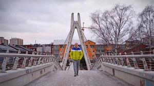 Leif Lampenius går på bro