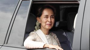 Aung San Suu Kyi under ett besök hos jordbrukare i Irrawaddy-floddeltat i slutet av juni 2019.