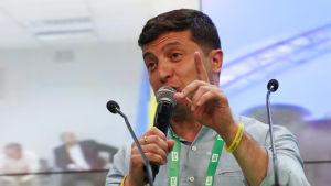 Ukrainas president Volodymyr Zelenskyi firar att hans parti tar en övertygande seger i parlamentsvalet 2019.