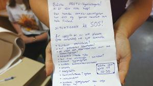 Ett brev med en uppgift för deltagarna på ett Prometheus-läger. Deltagarna ska planera ett nytt samhälle.