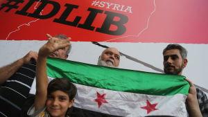 Syriska flyktingar i Turkiet protesterar mot den syriska arméoffensiven i Idlib